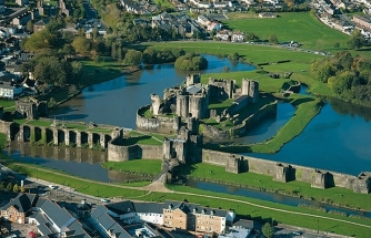 caerphilly_castle_wales_uk-720x463
